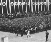 纳粹旗帜遍布赛场内外