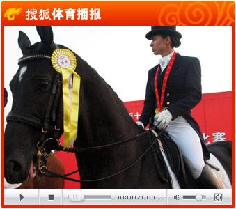 """视频:中国马术唯一女选手刘丽娜""""盛装舞步"""""""