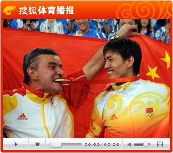 视频:中国小将仲满冲金成功 个人佩剑创造历史