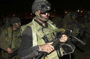 以色列军人向加沙地带前进