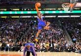 NBA扣篮大赛:罗宾逊脚踩钱德勒进决赛