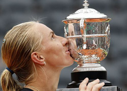 库兹娃2-0横扫萨芬娜 生涯首夺法网女单冠军